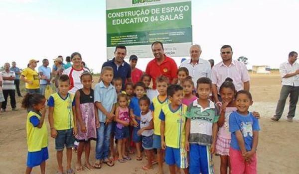 Assinatura da Ordem de Serviço para Construção de uma Unidade Escola no Povoado de Sapecado.