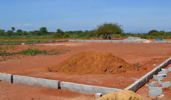 Construção do campo society do Bairro de Vila da Cruz.