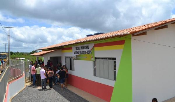 Inauguração do Prédio da Unidade Escolar Antônia Maria de Jesus - Povoado de Poços.
