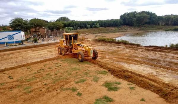 Imagens da Inicio da terraplanagem para a construção do parque tanque grande.
