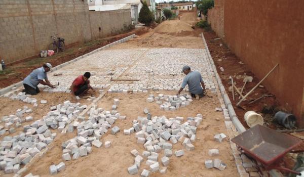 Mais pavimentação em paralelepípedos na Sede do Município de Mulungu do Morro
